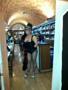 Despedida de Soltera en Zaragoza con cena y espéctaculo con Angiee Rouss